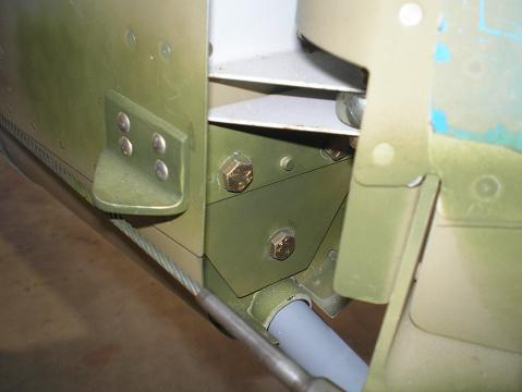 Vertical stabilizer lower rear attachment